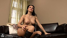 Splendid Aletta Ocean introduces her wonderful solo fingering show