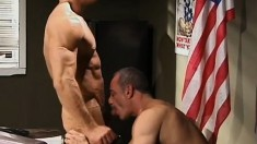 Dirty army officer can't get enough of tight soldier assholes