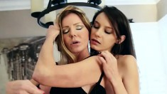 Amber Michaels and Rilee Marks make themselves all wet doing the lesbian thing