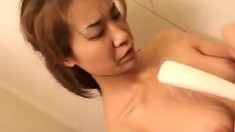 Delightful Japanese lady shows off her splendid body in the shower