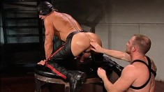 Masked guy with a sexy body has a fabulous stud fisting his juicy ass