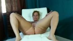 amateur zyana fingering herself on live webcam