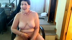 Old butt slut enjoys singing on cam - negrofloripa