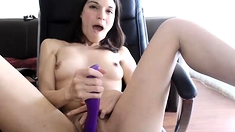 Jessi Palmer with small boobs cant stop toying her vagina