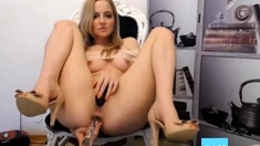 Sexy girl like to play with asshole